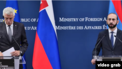 Министр иностранных дел Словакии Иван Корчок (слева) и министр иностранных дел Армении Арарат Мирзоян на совместной пресс-конференции, Ереван, 14 сентября 2021 г.