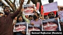 Disa Ravi szabadon engedésért tüntettek Bengaluruban, 2021. február 15-én.