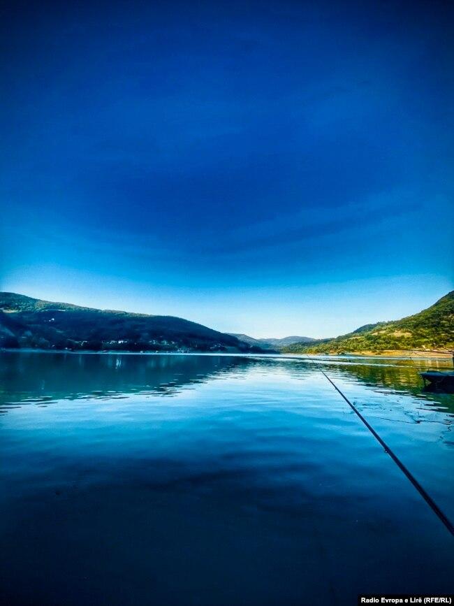 Liqeni i Ujmanit përdoret edhe për rekracion.