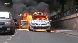 Parisdə polis maşını yandırıldı