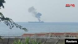 تصویری که خبرگزاری سانا از آتشسوزی در نفتکش منتشر کرده است