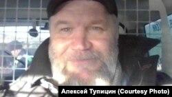 Алексей Тупицин в автозаке после задержания 21 апреля днем