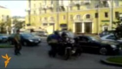 Аргентынскіх байкераў затрымалі ля будынку КДБ у Менску (відэа з мабільнага)