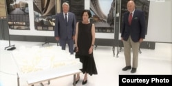 Herta Müller, Joachim Gauck, și istoricul Christoph Stölzl la prezentarea machetei viitorului muzeu