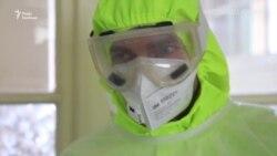 Медики лікарні у Львові показують, як лікують коронавірус – відеорепортаж
