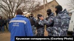 Спецслужбы России в борьбе с «крымским экстремизмом»: оцепление во время обыска дома Биляла Адилова не пропускает врача «скорой помощи» (27 марта 2019 года)