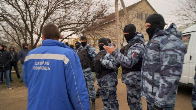 Живые щиты и «охрана порядка» при обысках. Чем сейчас занимается российский ОМОН в Крыму (фотогалерея)