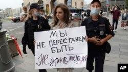 """Молдова. Эътироз ба зидди """"Расонаҳо - агенти хориҷӣ"""" дар Русия"""