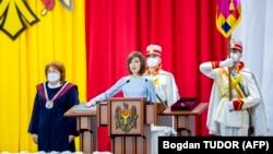24 decembrie 2020. Președinta Maia Sandu depunând jurământul, secondată de președinta Curții Constituționale, Domnica Manole