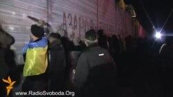 Эўрамайданаўцы пікетавалі палацы Януковіча, Азарава і Рыбака