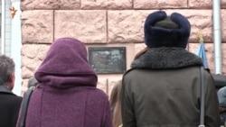 У харківському виші, де вчився Герой Небесної сотні, встановили меморіальну дошку (відео)