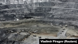 Добыча золота на руднике Кумтор. Архивное фото.