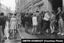 Young crowds gather outside the Leningrad Rock Club in the mid-1980s.