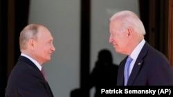 """Președintele american Joe Biden și președintele rus Vladimir Putin s-au întâlnit la """"Villa la Grange"""" in Geneva, 16 iunie 2021."""
