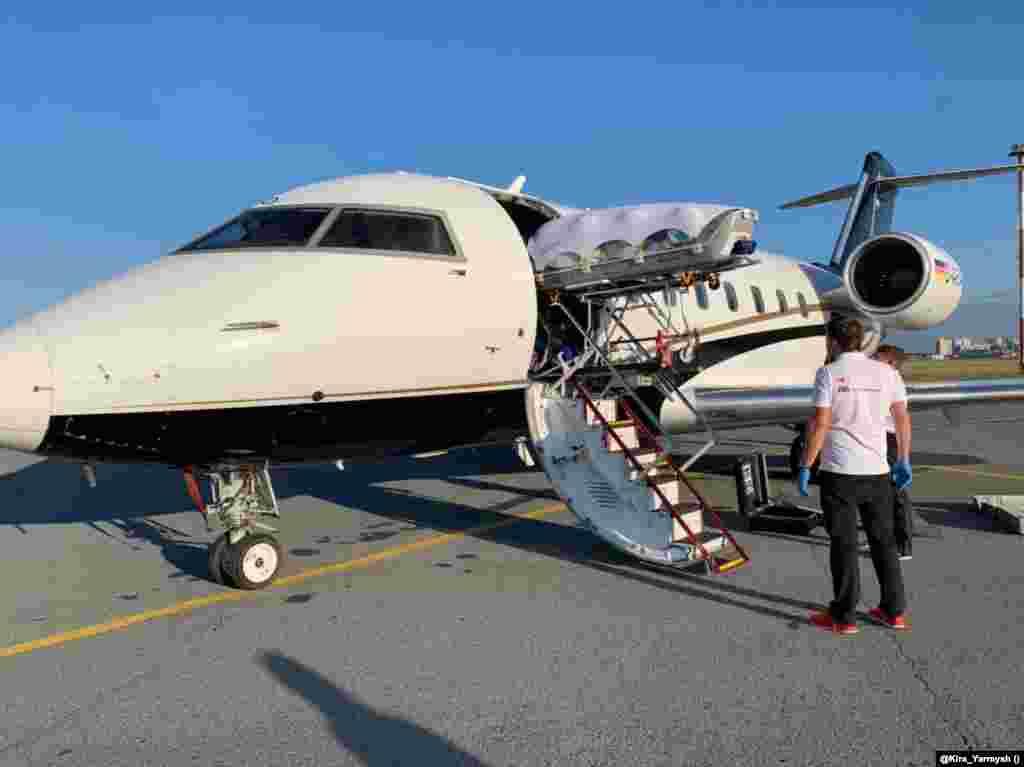 На 22 август 2020 г. Алексей Навални е качен на медицинския самолет, който престига от Нюрнберг в Омск. Поритикът е транспортиран до лорниза в Берлин, за да да бъде лекуван.