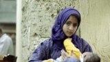 په ایران کې یوه وړوکې مور له خپل ماشوم سره