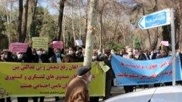 تصویری آرشیوی از اعتراضات کارگران بازنشسته در ایران