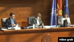 Премиерот Заев и министерката за образование и наука, Царовска, на јавната собраниска расправа за Нацрт-концепцијата за основно образование