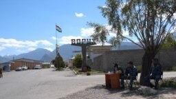 Милиционеры на границе сел Ак-Сай и Ворух. 18 мая 2021 года.