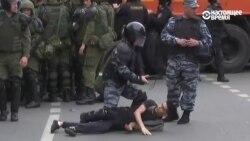 Полиция арестовывает подростка на Тверской в Москве