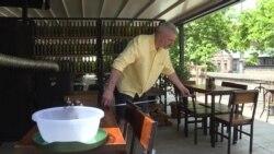 Грузинские кафе по новым правилам: владельцы измеряют расстояние между столами