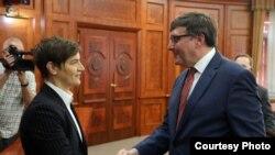Kryeministrja serbe Ana Bërnabiq me Zëvendësndihmësin e Sekretarit amerikan të Shtetit MatthewPalmer gjatë vizitës së këtij të fundit në Beograd.