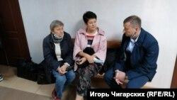 Екатерина Ковалева, Ирина Тазьмина и Владимир Дворяк в суде