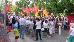 «Не хотим умирать на работе». Митинг против пенсионной реформы в Севастополе (видео)
