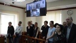 """Мосгорсуд оставил под арестом экс-директора """"Гоголь-центра"""""""
