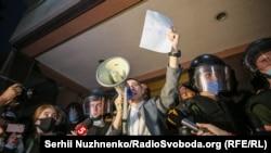 Сергій Стерненко під судом після обрання йому першого запобіжного заходу