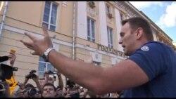 Олексія Навального у Москві знову затримали і відпустили
