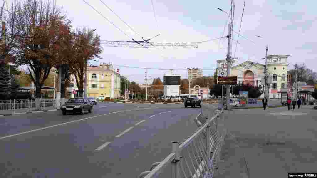 Вид на площадь Советскую со стороны проспекта Кирова