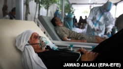 At the Afghan-Japan hospital in Kabul, where COVID-10 patients are admitted in critical condition, there is a shortage of oxygen tanks as families compete for dwindling supplies.
