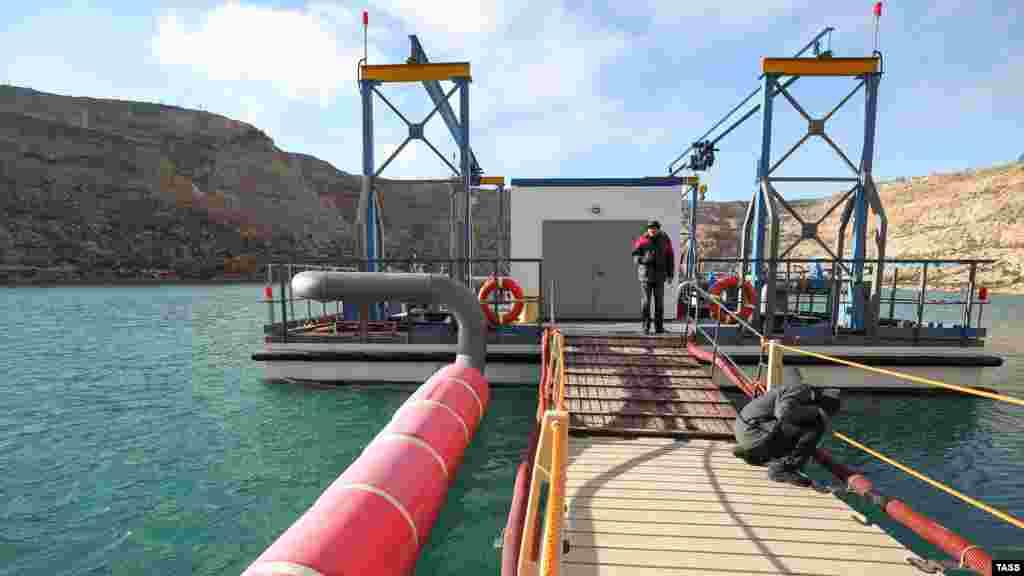 Ocaqtaki suv aluv yapısı yaldavuq ponton stantsiyası yardımınen yapılğan, anda tulumbalar qoyulğan