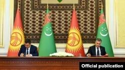 Президент Кыргызстана Садыр Жапаров и глава Туркменистана Гурбангулы Бердымухамедов. 28 июня 2021 г.