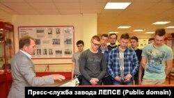 Геннадий Коновалов на заводе ЛЕПСЕ