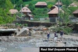 În Ocoliș, Alba, zeci de persoane au fost evacuate săptămâna trecută. Au fost inundate 72 de case și avariate 16.