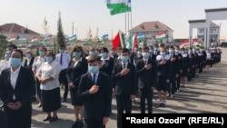Новая школа на севере Таджикистана, построенная властями Узбекистана