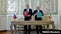 جواد ظریف (راست)، وزیر خارجه ایران با سرگی لاوروف، وزیر خارجه روسیه