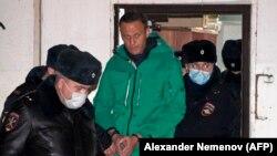 Alexei Navalnîi, escortat de poliție, după ce tribunalul din Himki l-a condamnat la 30 de zile de detenție, 18 ianuarie 2021
