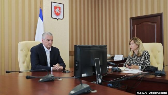 Российский глава Крыма Сергей Аксенов и его пресс-секретарь Анна Ченская