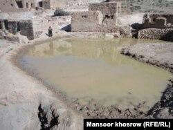 آب باران که باشندگان شماری از روستاهای غور از آن استفاده میکنند