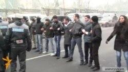 Ակտիվիստները փակել էին Բաղրամյան պողոտան, Գասպարին բերման է ենթարկվել