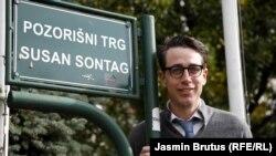 Benjamin Moser na trgu Susan Sontag u Sarajevu, 28 oktobra 2020.