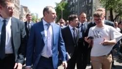 Зеленський прийшов в Адміністрацію президента пішки. А щодня ходитиме? – відео