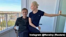 """Навални с жена си Юлия в германската клиника """"Шарите"""", 21 септември 2020 г."""
