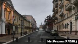 Улица Чернышевского, слева здание гордумы