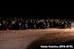 Sute de migranți ilegali la granița Letoniei cu Belarus, Vorzova, 11 august 2021