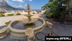 Фонтан бутік-готелю «Вінтаж» у Новому Світі