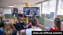 Ученици во средно школо во Македонија.